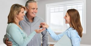 cropped-bigstock-Senior-couple-with-realtor-178781248.jpg